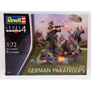 Revell German Paratroops WWII 1 to 72