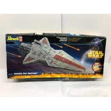 Revell Star Wars Republic Star Destroyer (nedaudz bojāta kaste)